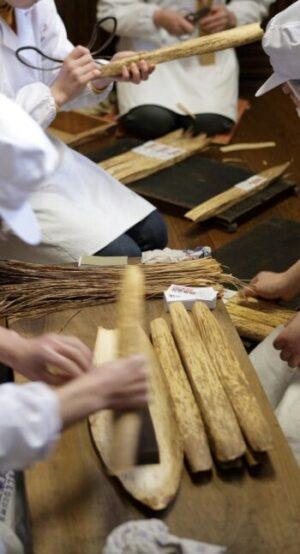 笹の皮に包む羊羹